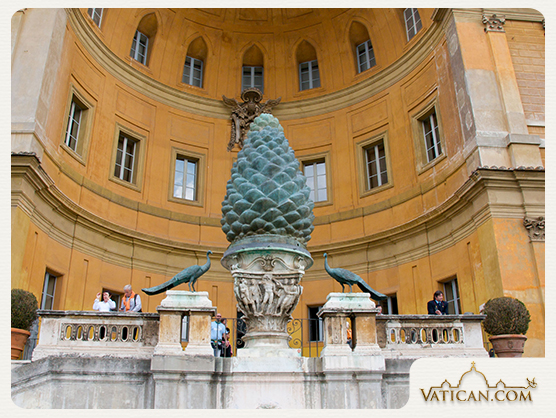 Vatican_court_of_the_pigna